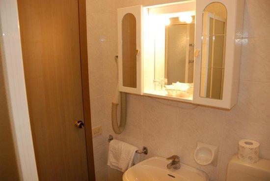 Hotel Astoria: detail bathroom