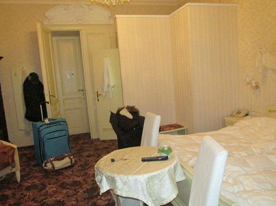 Pension Aviano: Room Entrance