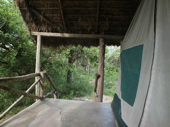 Ol Mesera Tented Camp: Spacious porch for sitting.