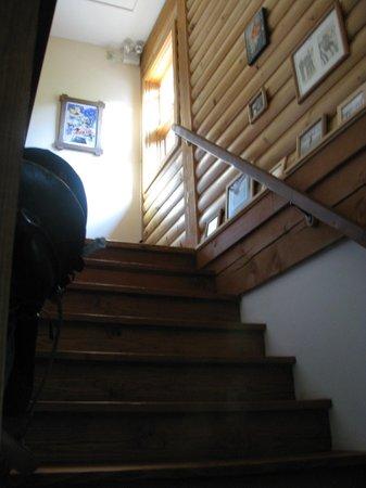 Escale du Nord : Escalier menant aux 6 chambres