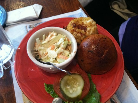 Carpenter Street Saloon: Crab Cake on burnt roll