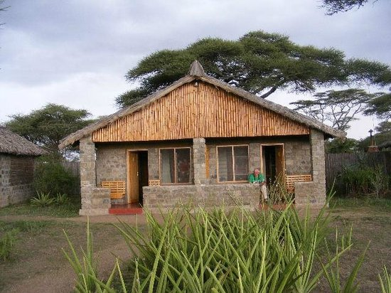 Ndutu Safari Lodge: Semi Chalets shared with friends.