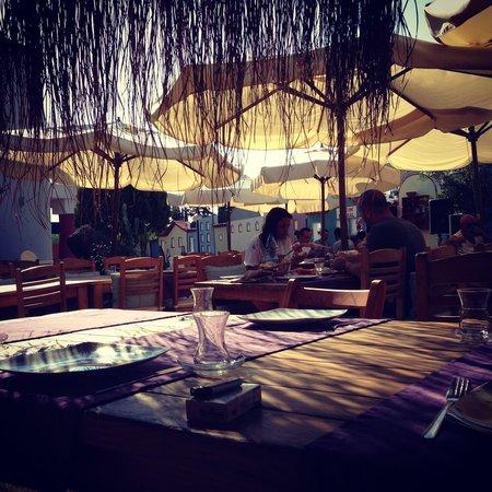 La Brezza Suite & Hotel: Kahvaltıyı beklerken adli fotograf calışması