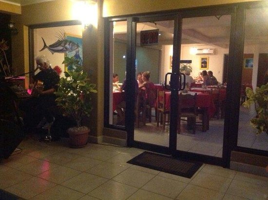 El Quijote Bar and Restaurant : Live music every Friday night...