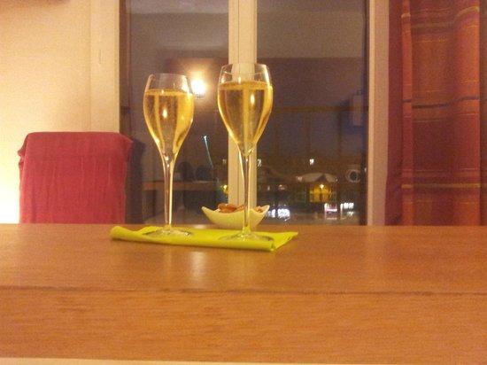 Best Western ARThotel : champagne!