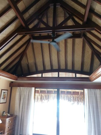 Manava Beach Resort & Spa - Moorea: Ceiling
