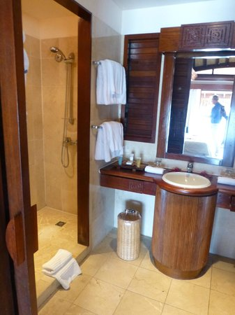 Manava Beach Resort & Spa - Moorea: Bathroom