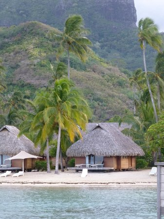 Manava Beach Resort & Spa - Moorea: Mountain behind our bungalow