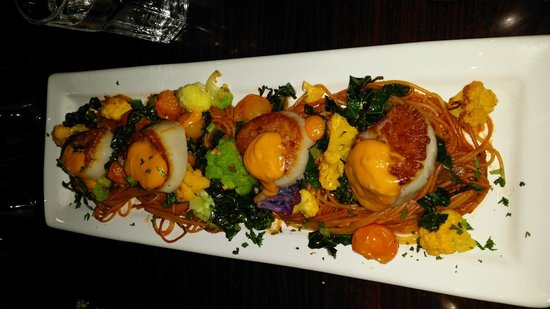 Cafe Aroma : Scallops....so yummy!