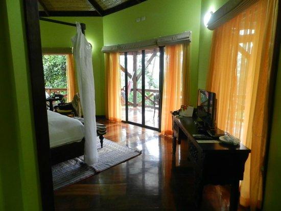 Nayara Hotel, Spa & Gardens : Inside the room
