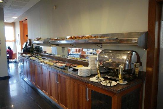 Silken Ciudad Gijon: Breakfast