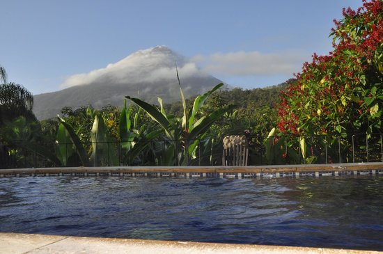Volcano Lodge & Springs: View from the thermal jacuzzi tub