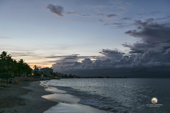 Sandals Royal Bahamian Spa Resort & Offshore Island: Sunset on Cable Beach