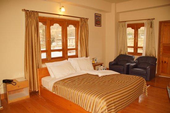 Hotel Pema Karpo: Comfortable bed