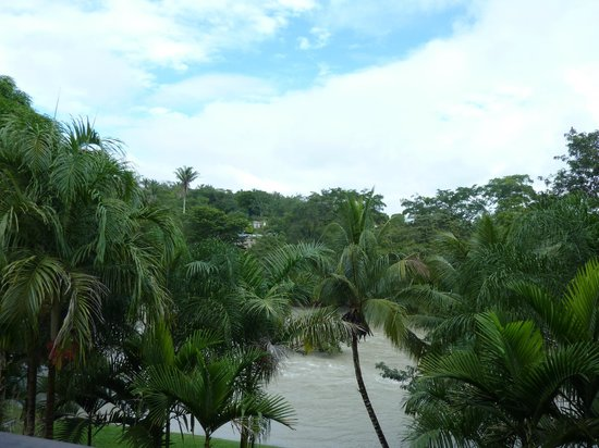 Mahogany Hall Boutique Resort: view of the river from the shared balcony