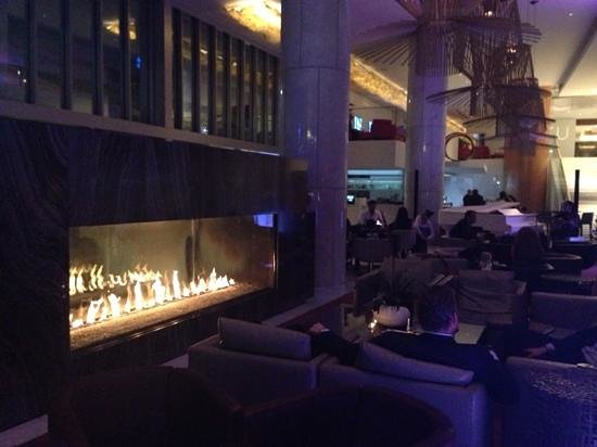 Fairmont Pacific Rim : hotel lobby