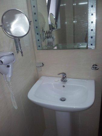 Santa Marina Hotel : sink