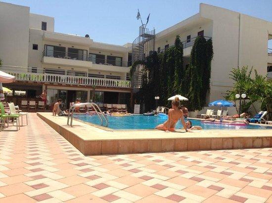Santa Marina Hotel : Pool area