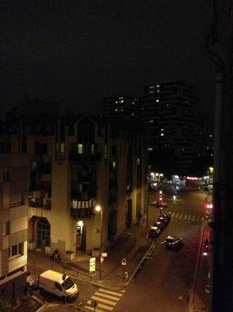 Hotel Paris Villette: Vista desde la ventana. 5to piso.