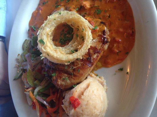 Sin Fronteras Cafe: Pork chop a la mamajuana