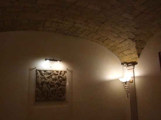 Hotel Donatello: View of ceiling and relief sculpture on wall