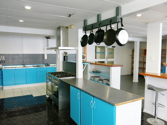 Attic Backpackers: Well equipped kitchen