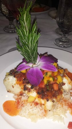 Fresh Catch Bistro : Spiced pecan and cranberry crusted grouper