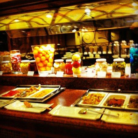 Radisson Blu Conference & Airport Hotel: Buffet desayunos