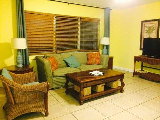 Lido Islander : Comfortable living room with flat-screen TV