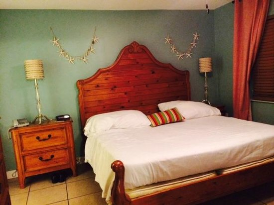Lido Islander: King size bed
