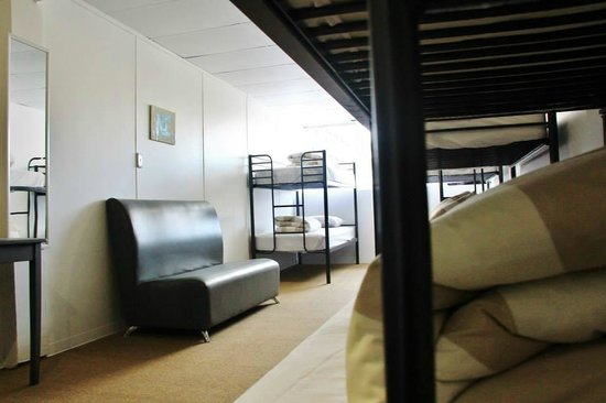 Attic Backpackers : Spacious dorm room