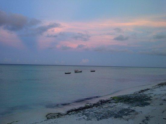 Sazani Beach Lodge: Morning view