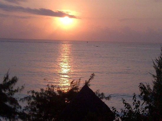 Sazani Beach Lodge: Sunrise