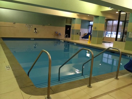 Marriott Coralville Hotel & Conference Center: The Pool