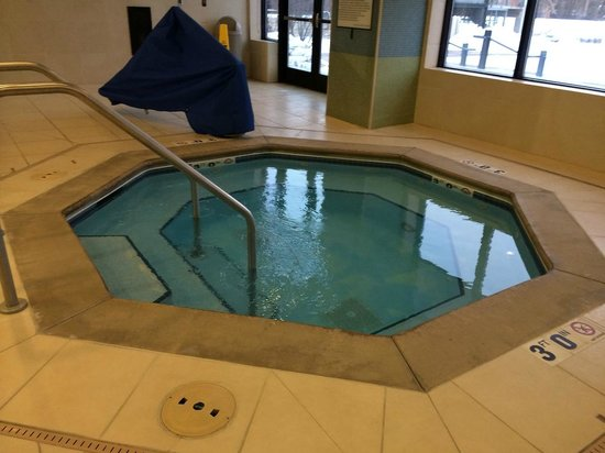 Coralville Marriott Hotel & Conference Center: Jacuzzi