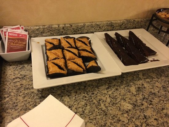Coralville Marriott Hotel & Conference Center: Desserts