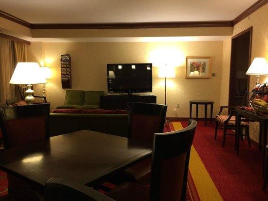 Coralville Marriott Hotel & Conference Center: Concierge Level Room