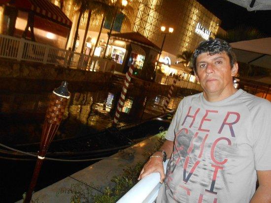 Italiannis : Ao lado do canal na lagoa