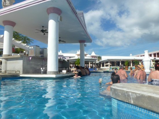 Hotel Riu Palace Tropical Bay: swim up bar