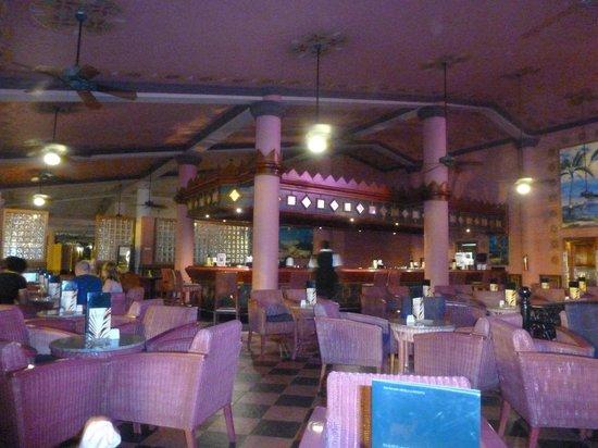 Hotel Riu Palace Tropical Bay: theatre bar