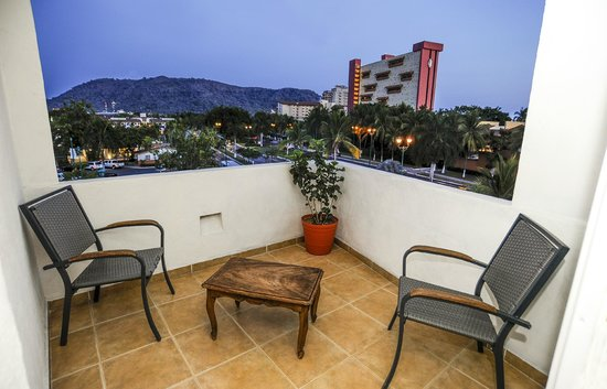 Hotel Suites Ixtapa Plaza : TERRAZA JR. SUITE
