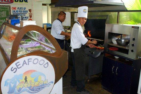 Arizona International Resort: Build your own breakfast - Chefs hard at work