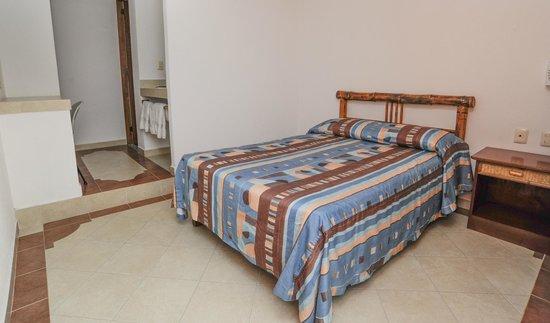 Hotel Suites Ixtapa Plaza : HABITACION BASICA
