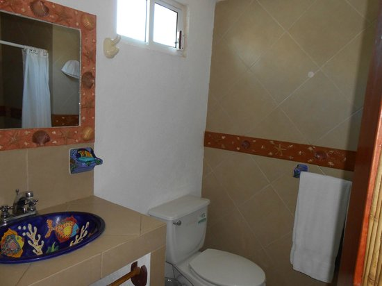 Hotel Suites Ixtapa Plaza: BAÑO