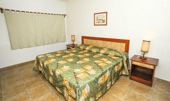 Hotel Suites Ixtapa Plaza : HABITACION ESTANDAR KING SIZE