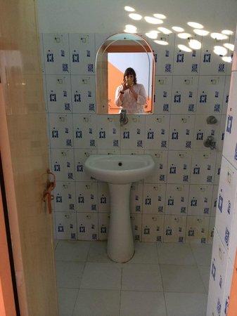 Hotel Lake View : Room #1 bathroom