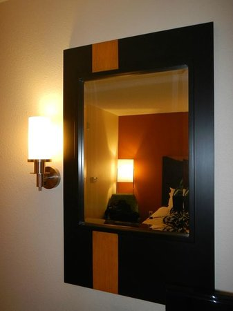 Fairfield Inn & Suites Mobile Daphne/Eastern Shore: Stylish mirror