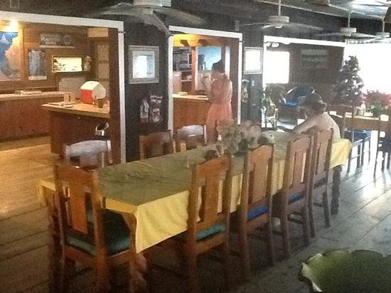 Utila Lodge: The dining room