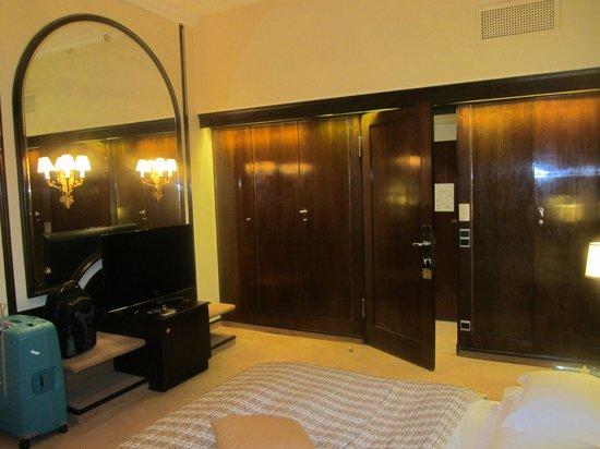 Bayerischer Hof Hotel: Einbauschrank