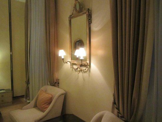 Bayerischer Hof Hotel: Zimmer: Teilansicht
